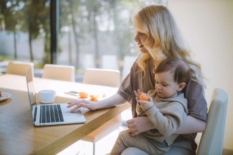 Jak začít podnikat na mateřské?