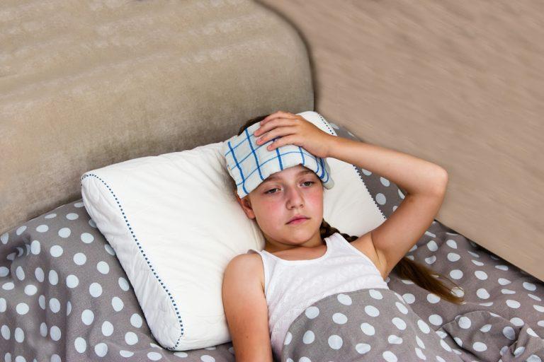 Úžeh a úpal u dětí: Jaký je rozdíl a jak se jim vyvarovat?